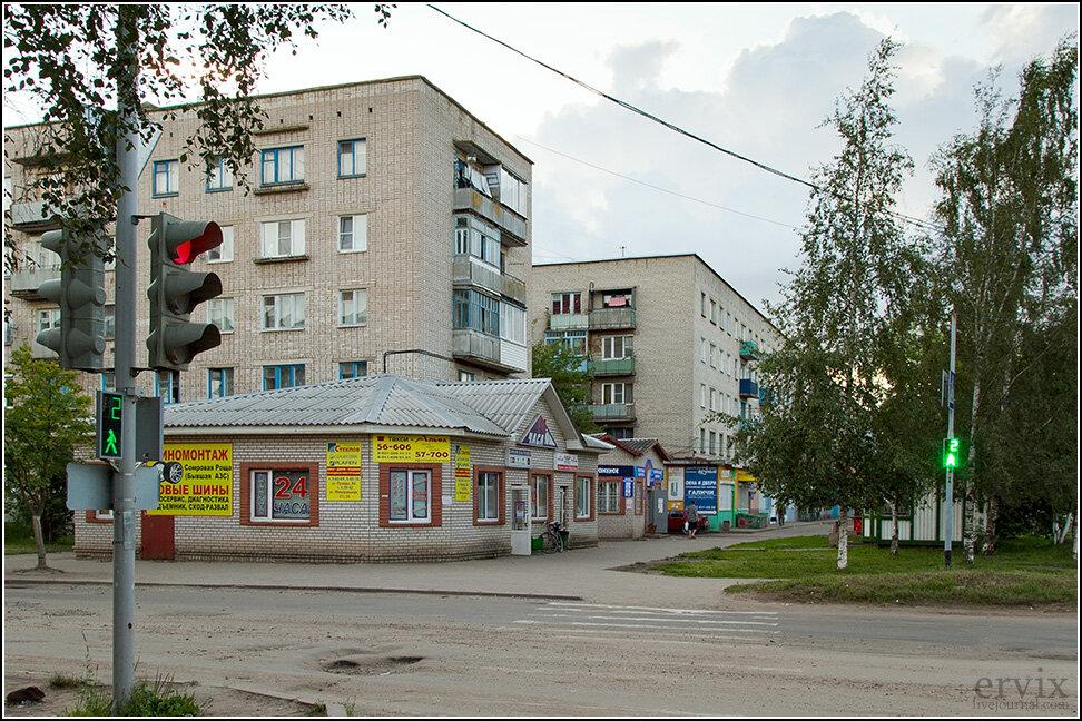 """Правда, есть в Старой Руссе и несколько """"современных"""" районов, застроенных лет 30-50 назад. Для Старой Руссы, считай, новостройки..."""
