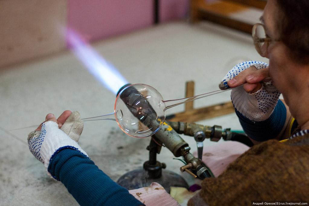 Как делают елочные игрушки в России