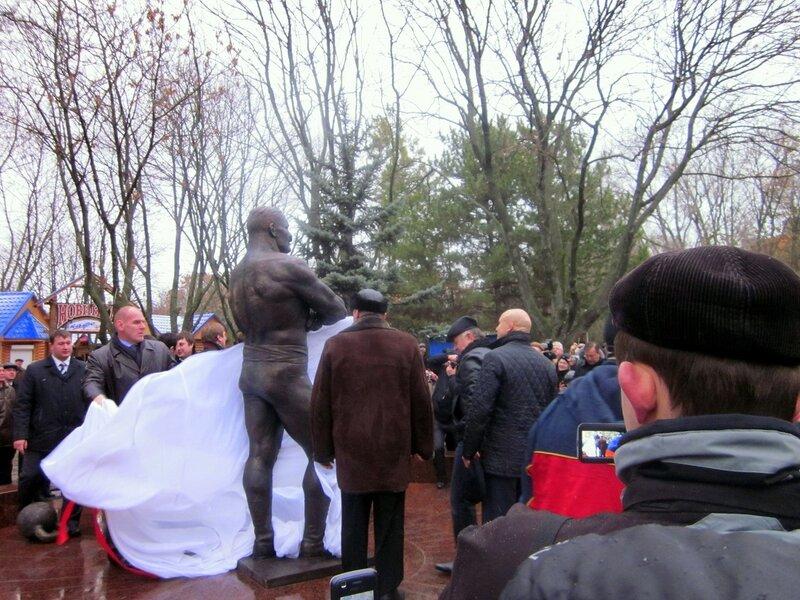 Фотографии Светланы Левады, Ейск, открытие памятника Поддубному