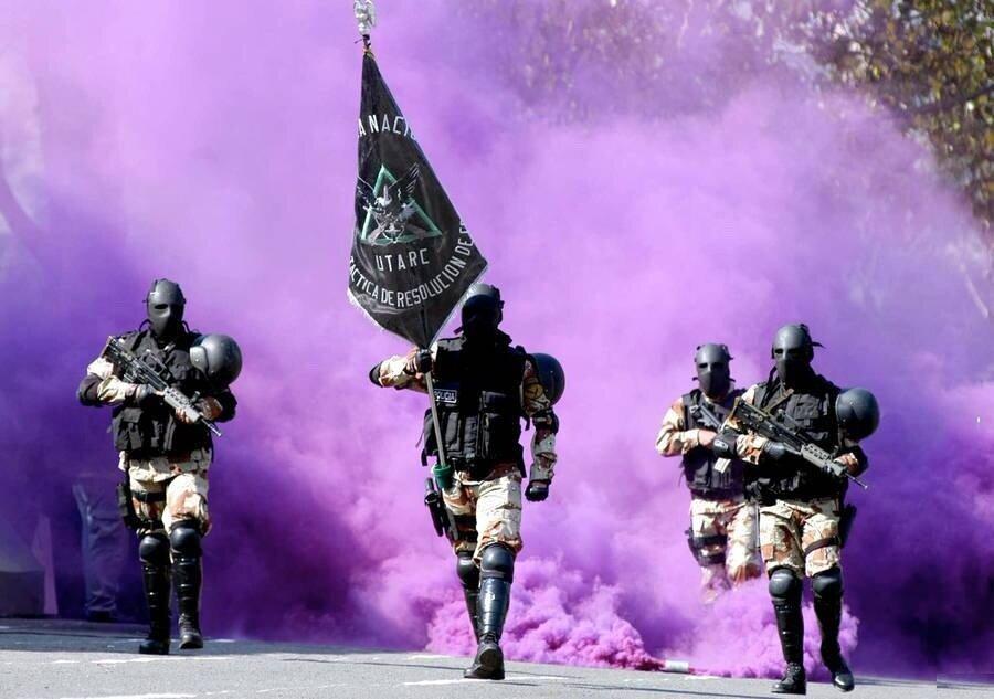 Боливийская полиция - серьёзные ребята...