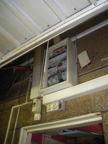 Фото 4. В малом щите кафе всё в порядке, срабатывания автоматических выключателей не обнаружено.