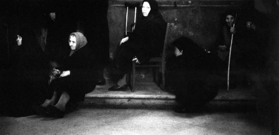 Паломники во время молитвы в Загорском монастыре