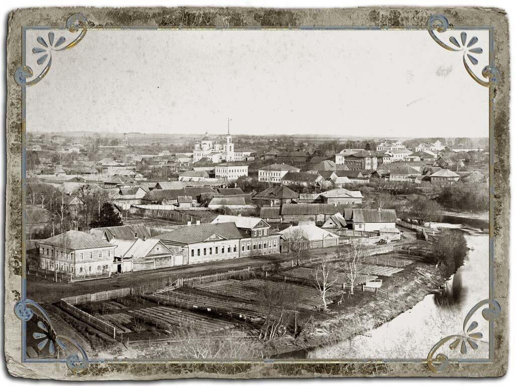 Вид с колокольни Крестознаменской церкви на ЮВ часть города, 1880 год