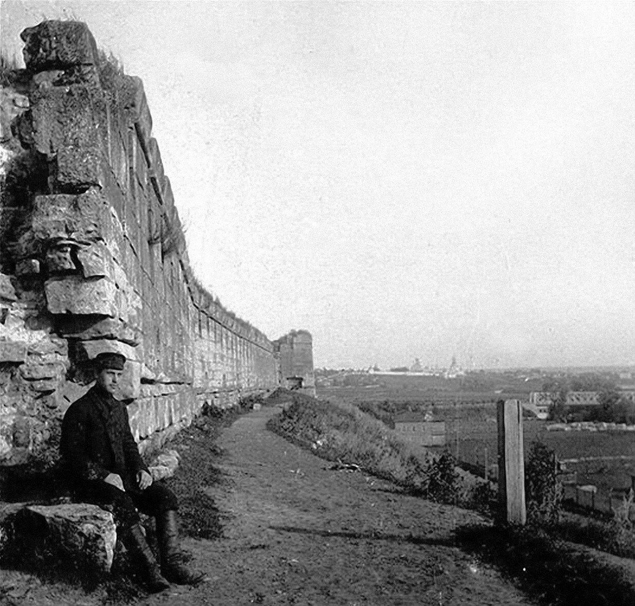 Кремль, южная стена с полубашней
