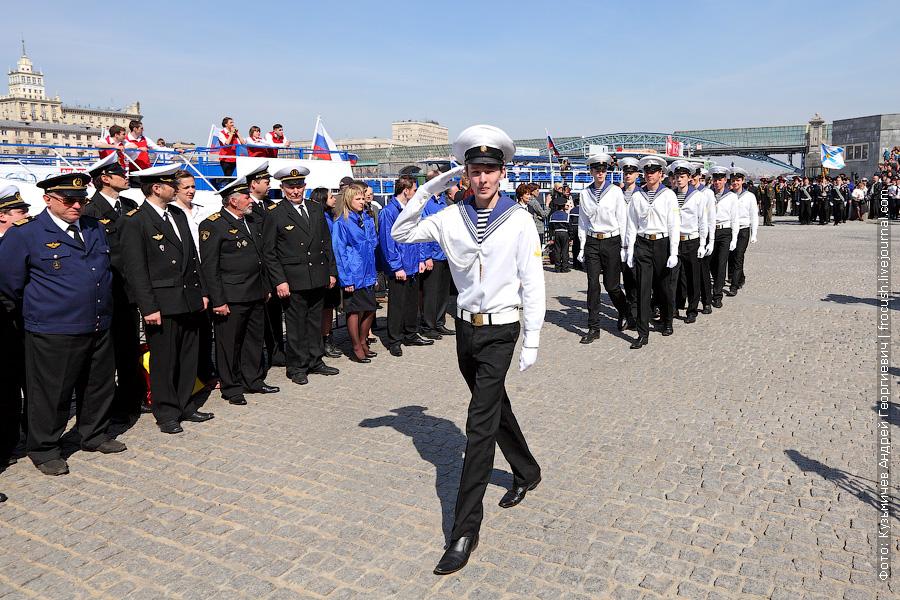 Проходят курсанты Московской государственной академии водного транспорта