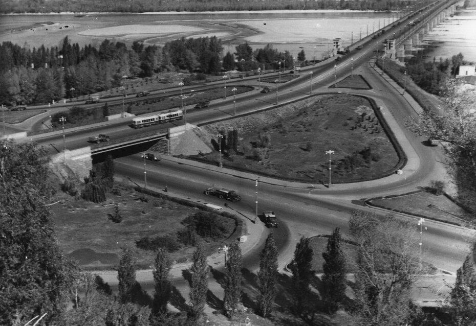1959.10.08. Транспортная развязка возле моста имени Патона. Фото: Берман