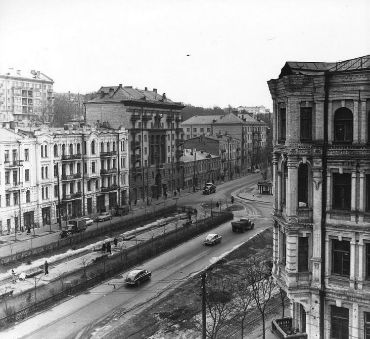 1960.03. Аллея на улице Бассейной. Фото: Примаченко А.