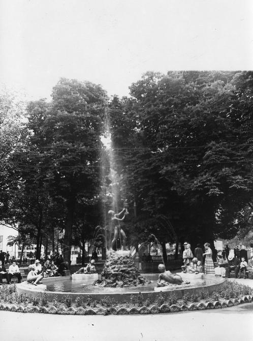 1957.07.05. Фонтан на Красной площади (теперь Контрактовая площадь)