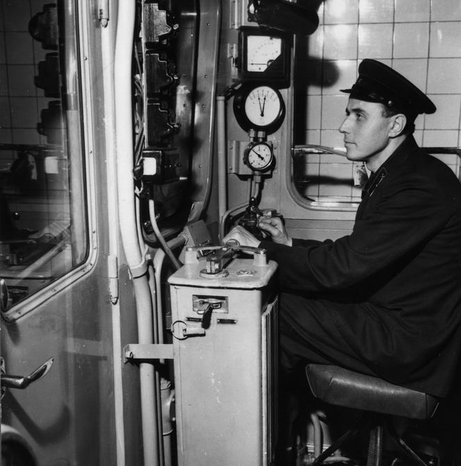 1960. Машинист И.Виноградов, который провел первый поезд по подземной трассе Киевского метрополитена