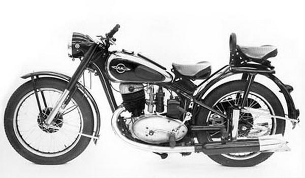 На мотоцикле установлен одноцилиндровый, двухтактный двигатель воздушного охлаждения с возвратно-петлевой...