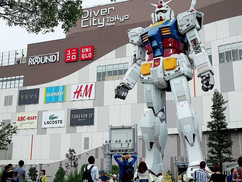 18-метровая статуя робота Gundam в Токио
