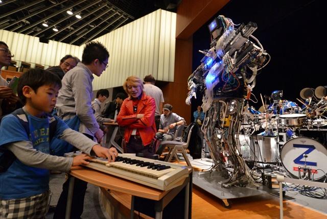 Роботы   поп группа будущего из Японии