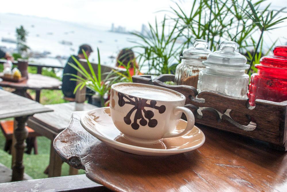 Кафе на смотровой в Паттайе