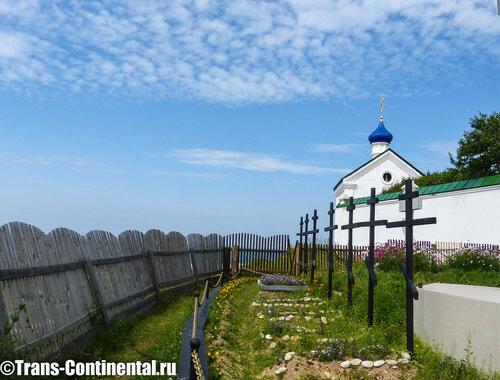 Могилы погибшего посольства на берегу Байкала