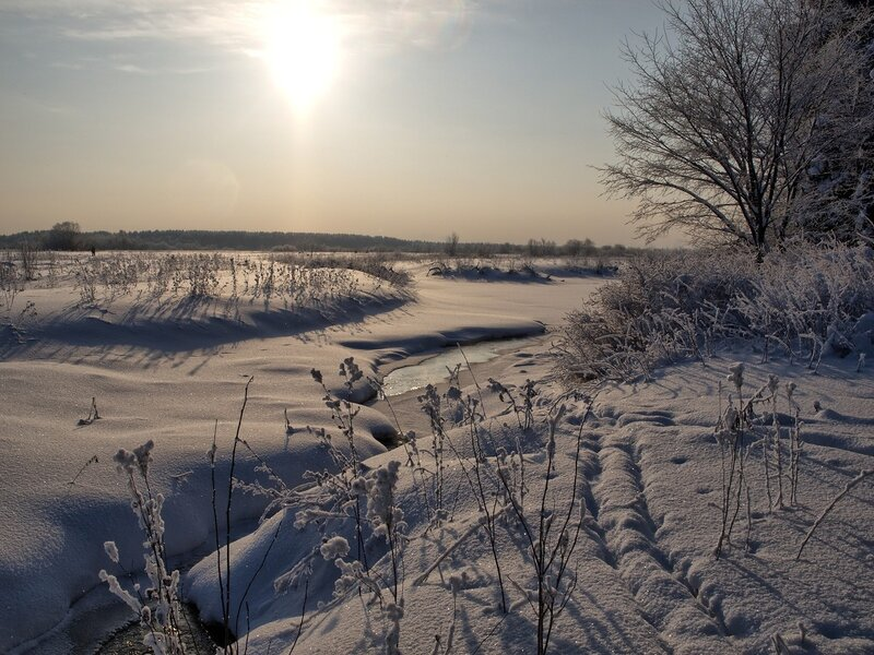 Зимний ручей и снежная целина