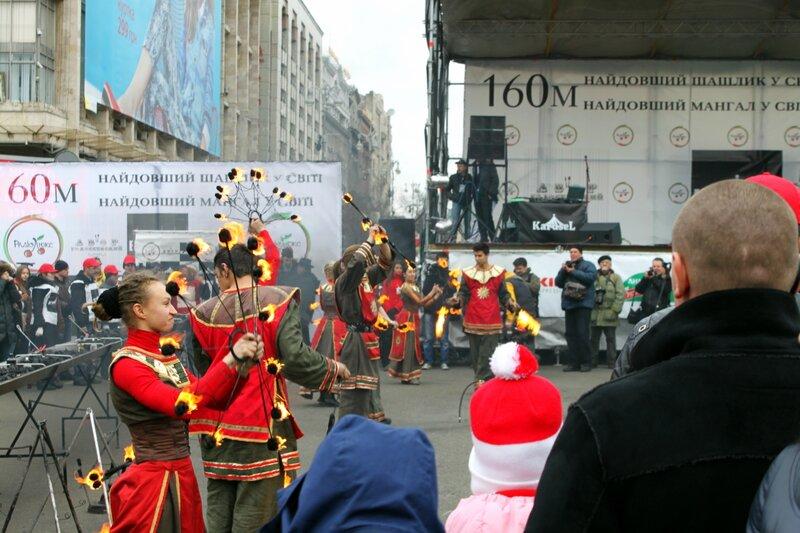 Выступление киевского театра огня на Майдане