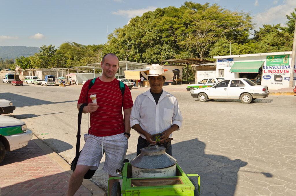 Мексика. Как поехать по стране самостоятельно. Попробовали самодельное индейское мороженое в городе Окосинго. Дорога в Сан-Кристобаль-де-лас-Касас
