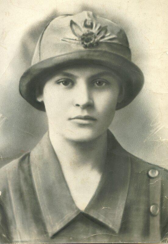 Младшая дочь Петра Борисовича и Веры Дмитриевны Перевозчиковых- Вера.