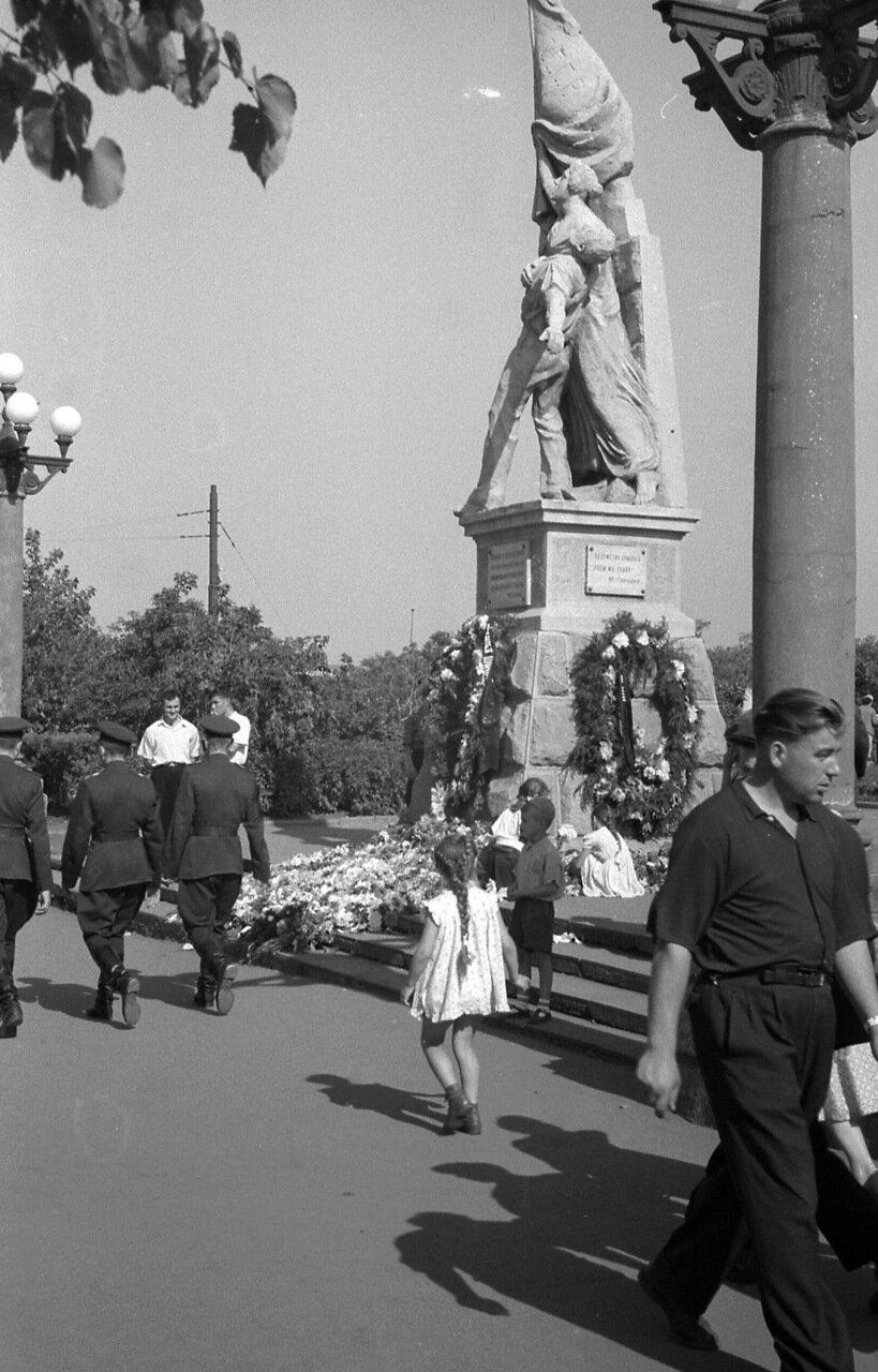 Омск. 1959. памятник Парижской Коммуне