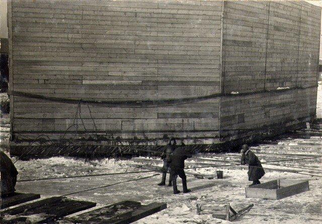 Спуск со стапеля в воду кессона №2. Май 1934г.