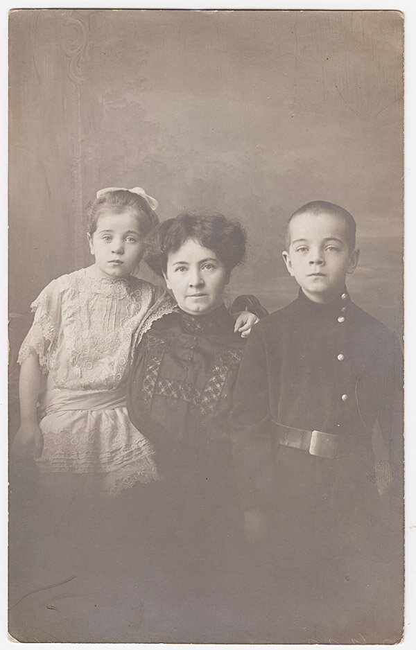 8. 1929. Белград. Дети, внуки. Сын его уже служит в югославской армии