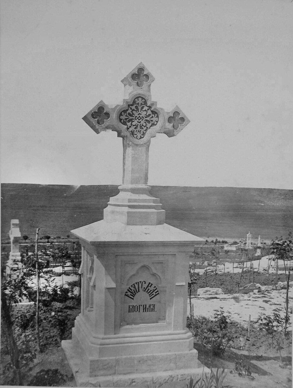 30. Севастополь. Крест на одной из братских могил на Братском кладбище павших воинов, защищавших Севастополь в 1854-55 гг.