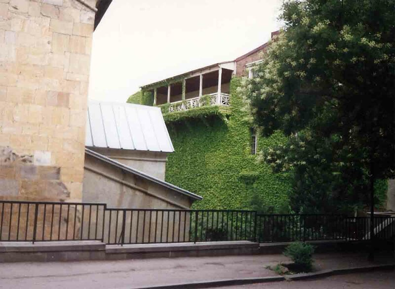 Закаблуцкая Елена, двор, выходящий на Сионский храм