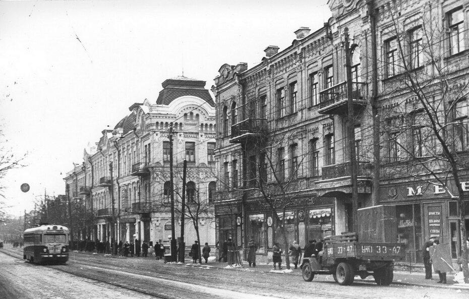 1956.01.09. Улица Жданова (теперь улица Сагайдачного) в районе улицы Игоревской