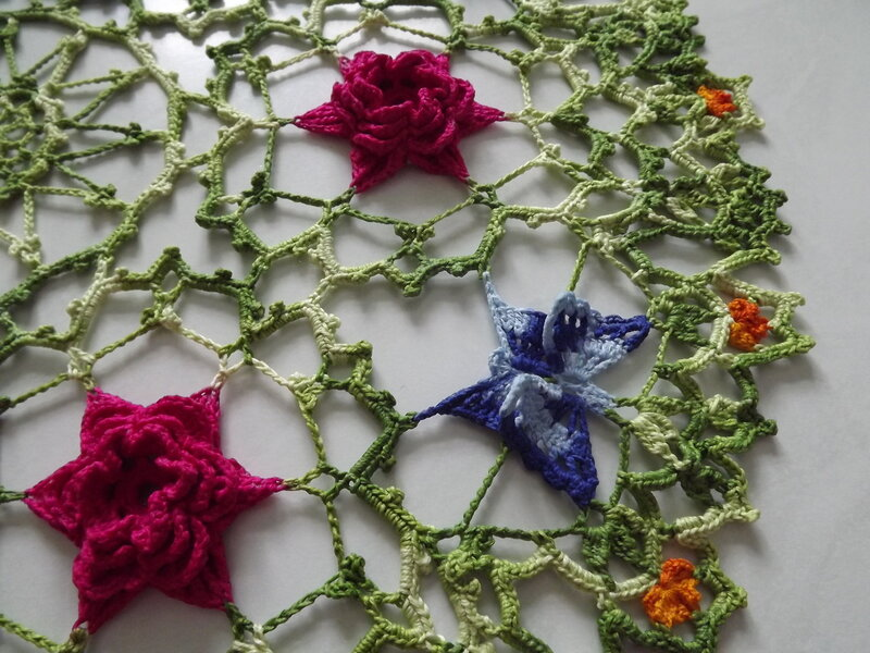 Цветная салфетка с бабочками и цветами 44 см