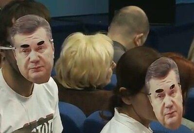 Троллфейс по–украински: прийти на пресс–конференцию президента в маске президента