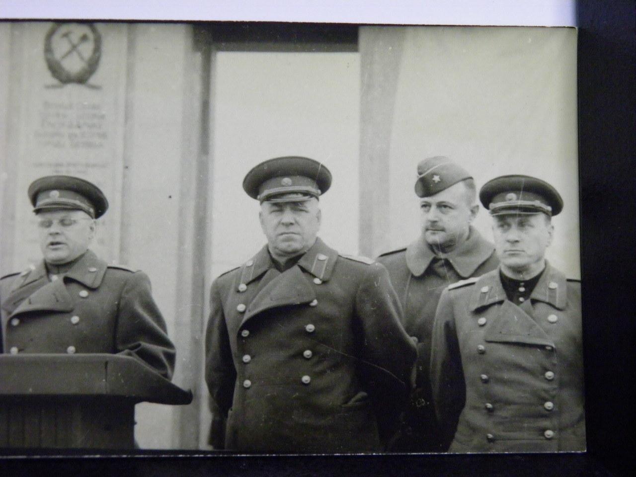 Георгий константинович жуков с женой и детьми фото