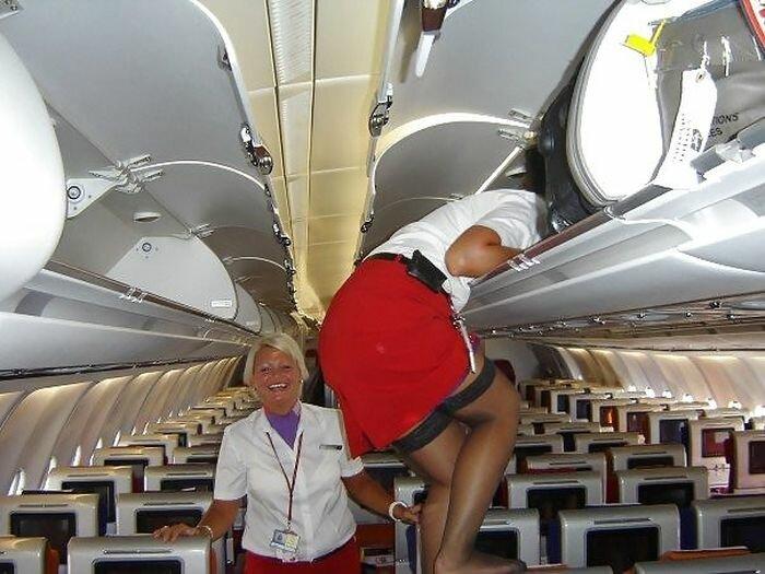 Видео в самолете стюардессы фото голых девчонок