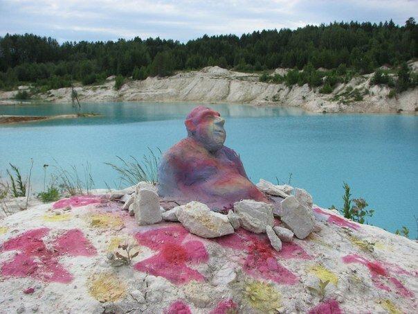 На берегу лепят забавные скульптуры (11.04.2013)