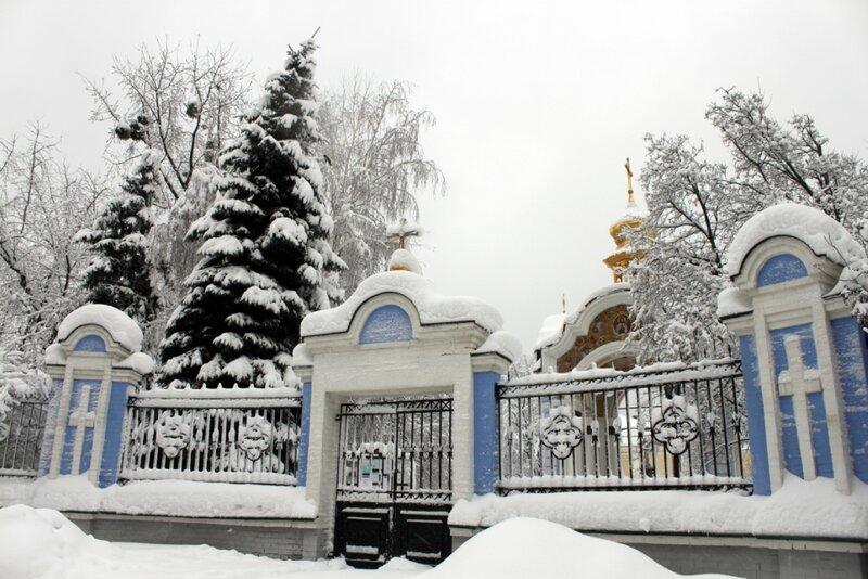Боковой вход в Михайловский монастырь