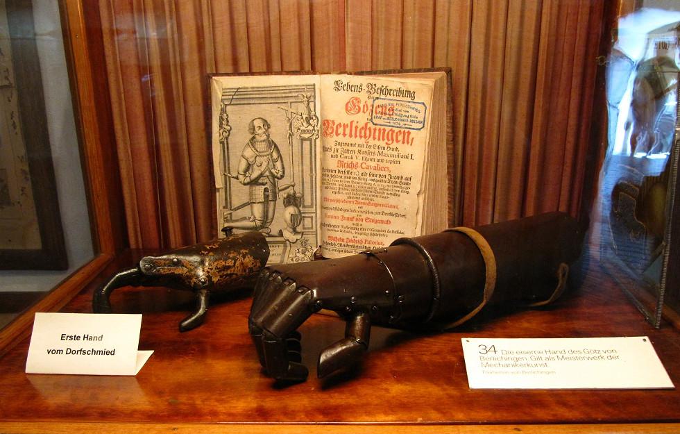 рука Гётца фон Берлихингена в одном из европейских музеев