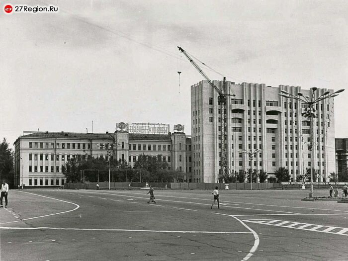 Площадь Ленина. Строительство белого дома