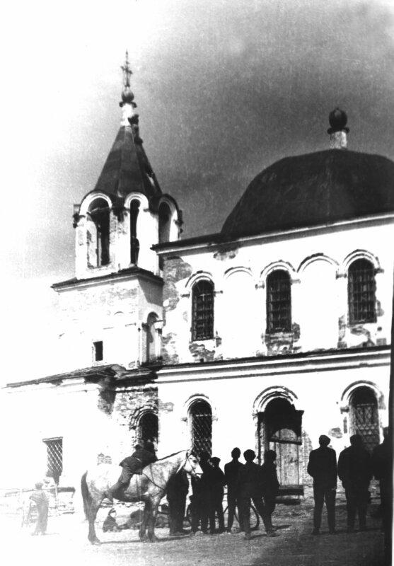 Церковь в старинном сибирском селе Тюльково разрушили в период последнего наступления государства на религию - в начале 1960-х годов