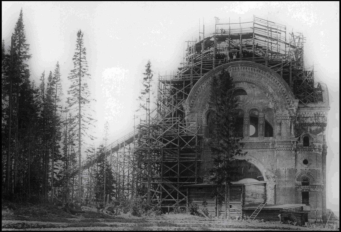 Троицкий собор после разрушения.