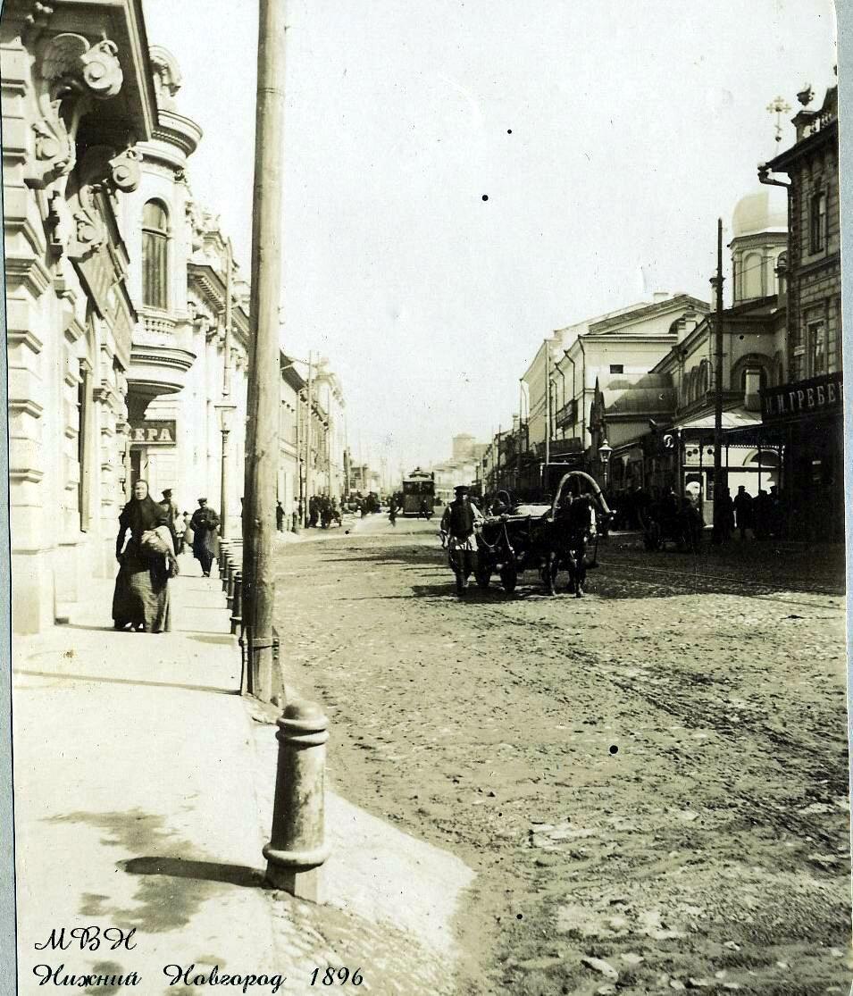 ул. Рождественская, слева Волжско-Камский банк
