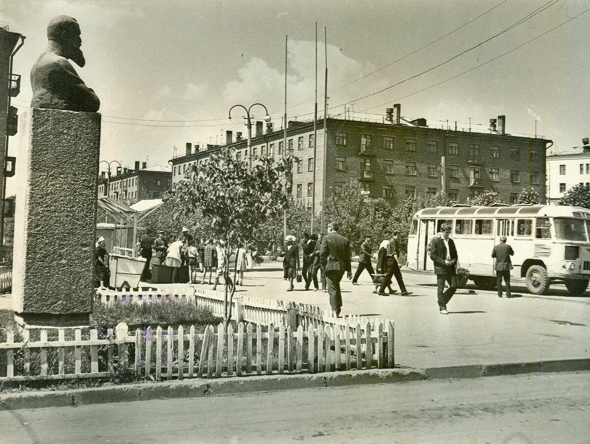 Памятник Обнорскому (демонтирован)