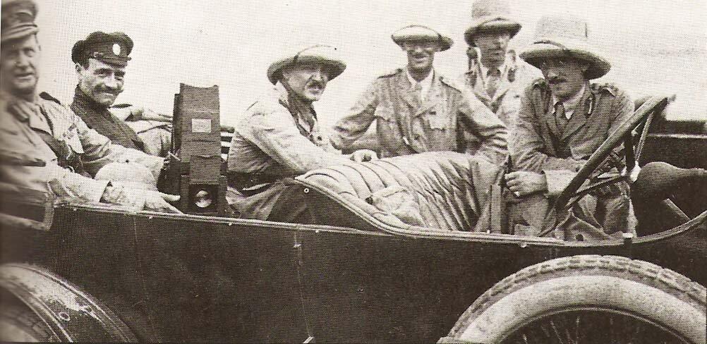 Британский военачальник Л.Денстервиль (крайний слева) с офицерами Данстерфорс. 1918 г