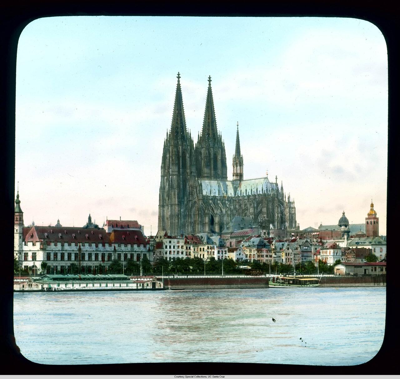 Кельн. Панорамная фотография. Штапельхаус и Кельнский собор