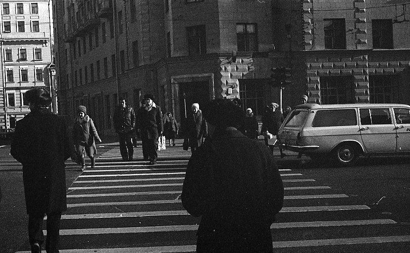 На уличном переходе