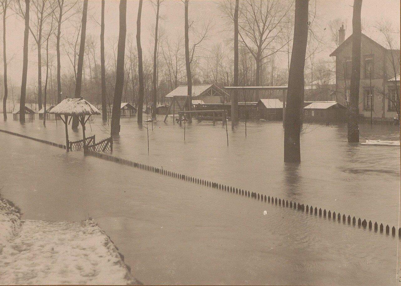 1910. Затопленные дворы и дома во время наводнения