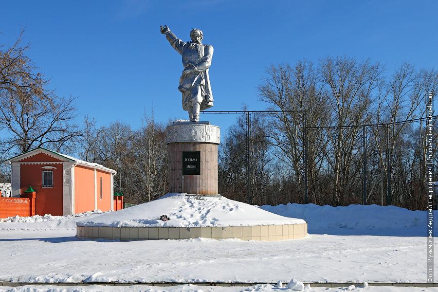 памятник Кузьме Минину в Балахне