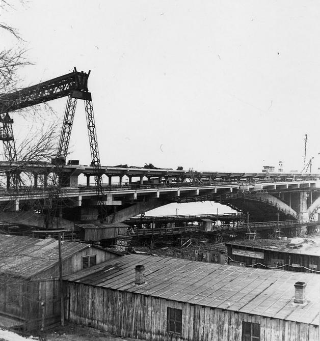 1960-е. Строительство моста метро