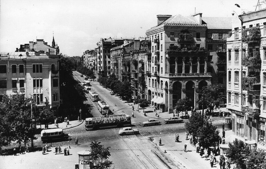 1960. Угол улиц Красноармейской и Саксаганского. Фото: Левченко А.