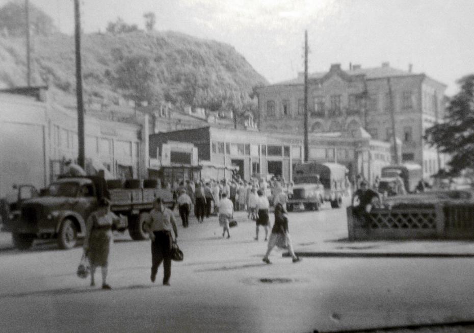 1960-е. Улица Верхний Вал, вход на Житний базар