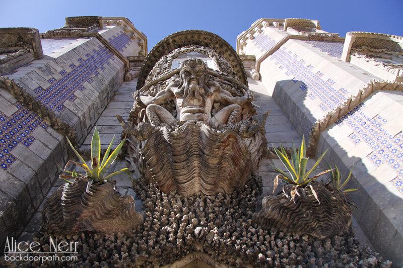 повелитель моря, резьба по камню во дворце пена