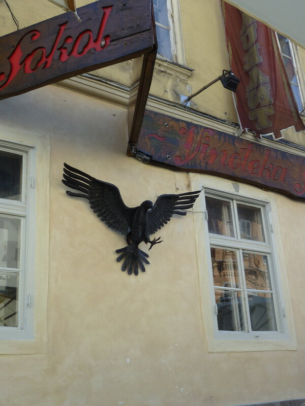 """Мимо ресторана """"Сокол"""" в Старом городе Бартон пройти не смог:))"""